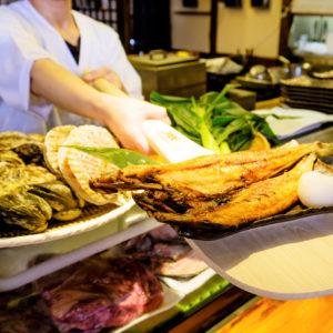【公式】北海道炉端焼き石狩川 | 炉端焼きと豊富に取り揃えた日本酒が自慢の老舗居酒屋